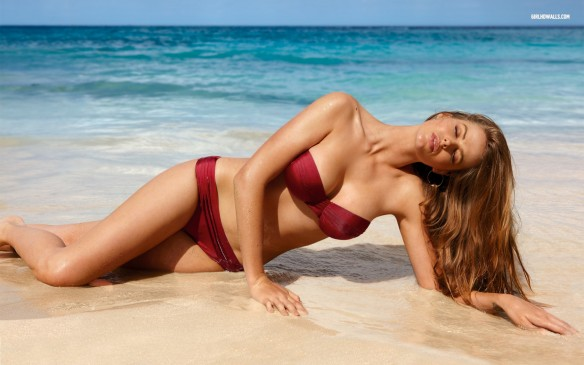 Robyn Lawley: Plus size or normal size?