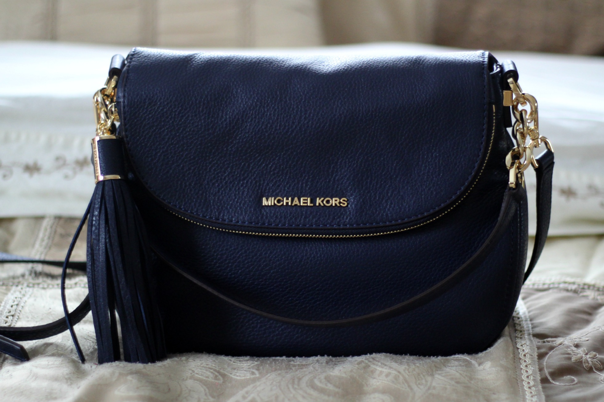 3f00c86b3a03 Medium Bedford Tassle Convertible by Michael Kors in midnight review