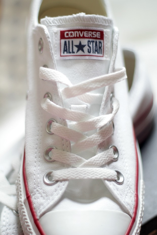 converse white low top