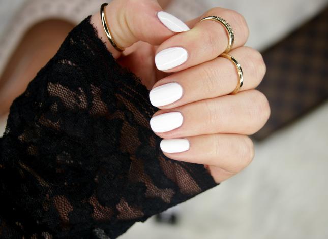 White gel manicure