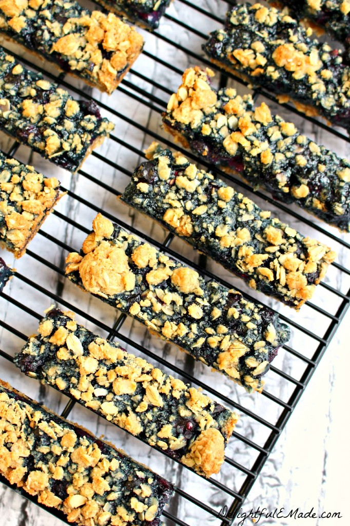 Blueberry-Oatmeal-Breakfast-Bars-by-DelightfulEMade.com-vert3-682x1024