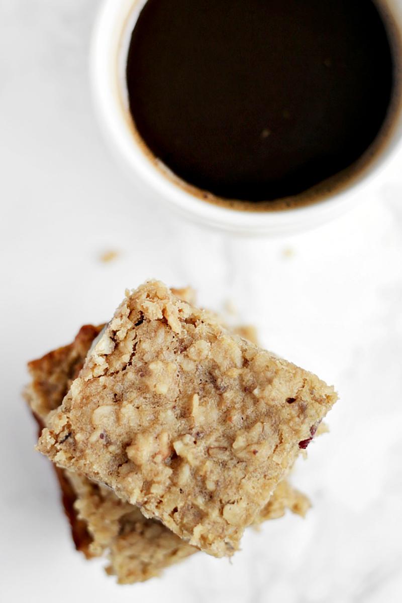 Clean eats: banana & oat breakfast bars