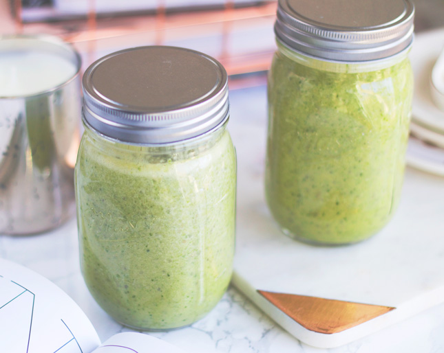green-smoothie-for-glowing-skin