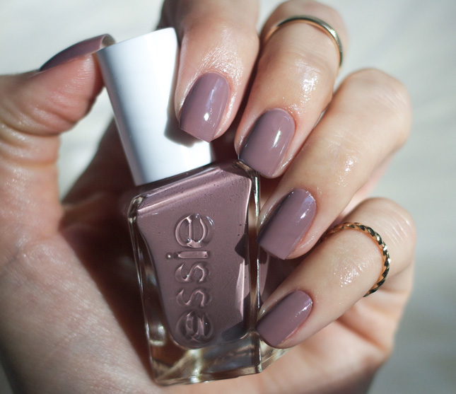Essie-gel-Couture-Take-Me-to-Thread