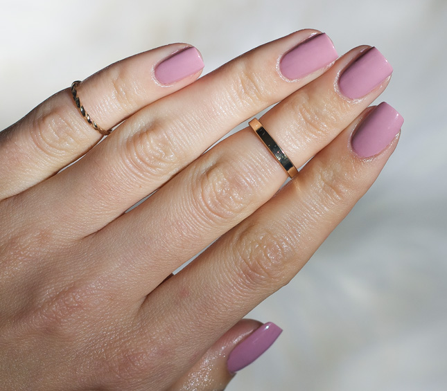 Essie-gel-Couture-Touch-Up