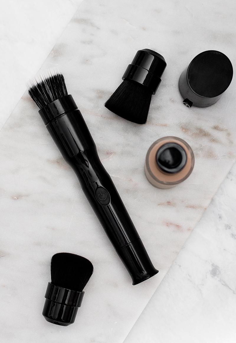 blend-smart-foundation-brush